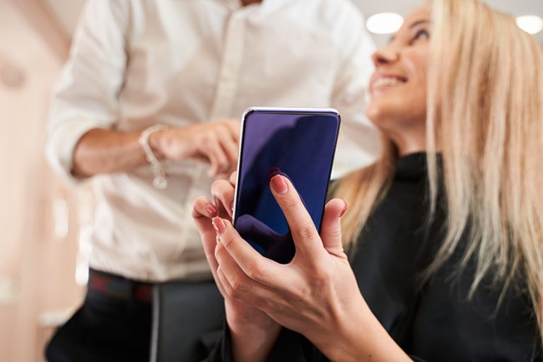 Une application pour aider les coiffeurs à la revente de produits
