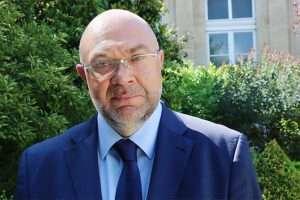 STÉPHAE TRAVERT DEMANDE LA RÉOUVERTURE DES INSTITUTS